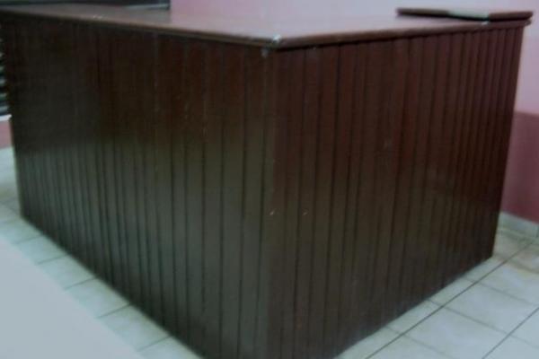 1295107330-157412410-2-vendo-mueble-para-restaurant-o-bar-santa-cruz2A8D7479-8E10-1FFE-423B-24DC85588206.jpg