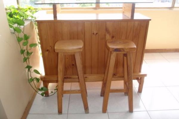 juego-de-bar-en-madera-de-pino-y-vidrio-con-3-banquitos-bs-f-1-500F915D853-3EA6-9D32-7088-F28BE1DE3ECA.jpg